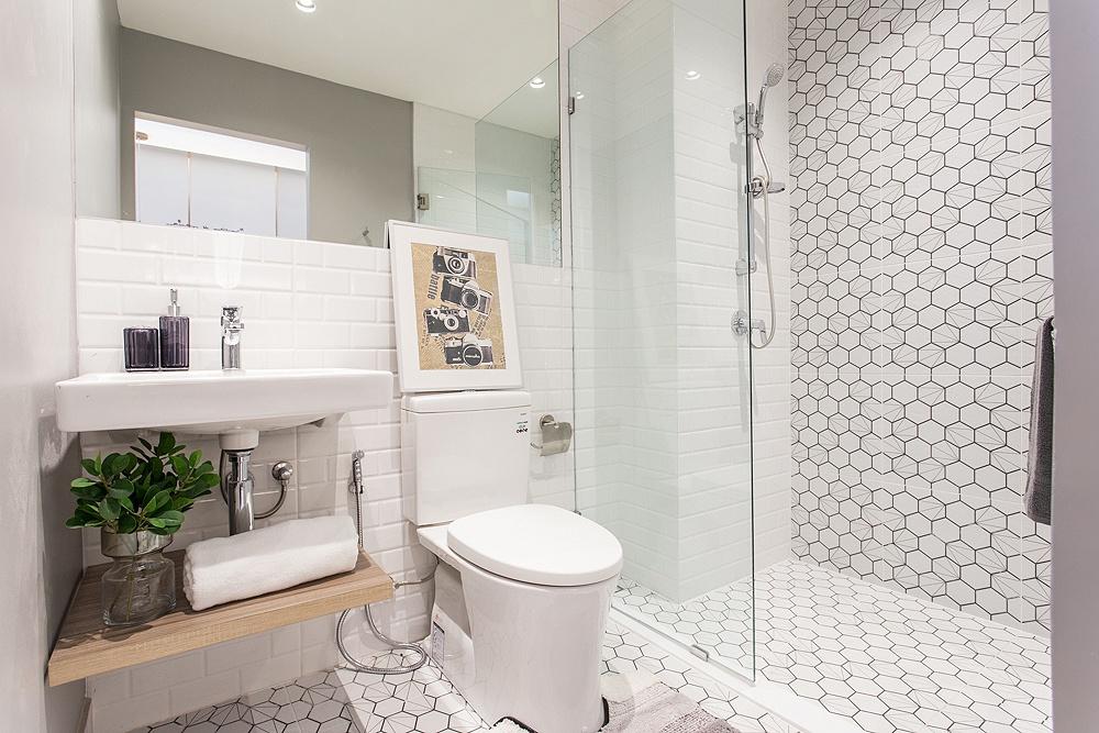 ไอเดียกั้นห้องน้ำแบบแยกโซนช่วยป้องกันพื้นห้องน้ำเปียก
